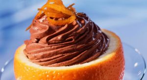 mousse-au-chocolat-en-coque-d-orange